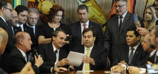 20022019---presidente-da-camara-dos-deputados-dep-rodrigo-maia-recebe-o-presidente-da-republica-jair-bolsonaro-1550685415790_v2_900x506